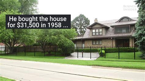 Warren Buffett's $31,000 Modest House - YouTube
