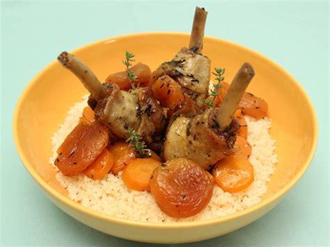 manchons de canard en cocotte aux abricots miel et thym la cuisine des jours