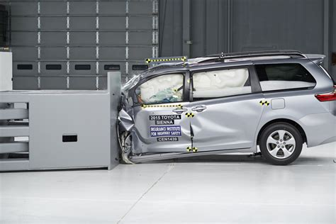 Minivans Crash Test by Minivans Get Crushed In Iihs Small Overlap Tests