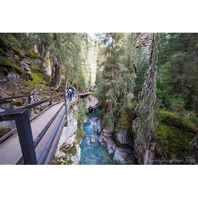 A Walk through Johnston Canyon in PhotosBrendan's