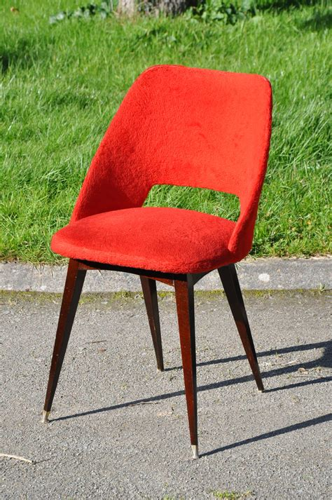 chaises rouges chaise quot moumoute quot vintage annees 60 article