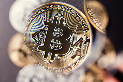 bitcoin rise  virtual currency   downfalls