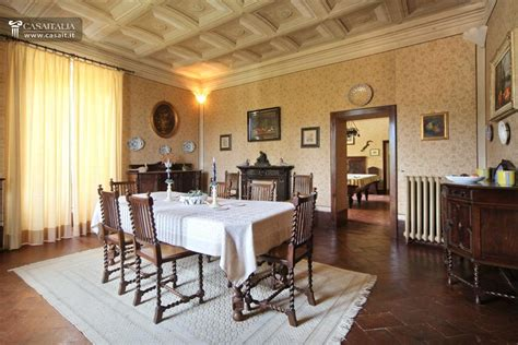 sala da pranzo vintage estate with villa for sale in umbria perugia