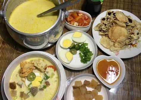 Baru lanjutkan masak kikil menjadi sup mengikuti resep dari buku 100 resep sop & soto indonesia oleh dapur kirana terbitan gramedia pustaka utama. Resep Soto betawi susu daging kikil oleh Dapur_alice - Cookpad
