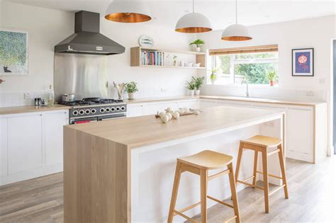 cuisine blanche et bois clair 1001 conseils et idées pour aménager une cuisine moderne