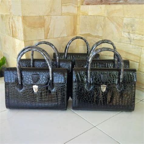 butik dezee jual tas sepatu organisasi dan perlengkapan lainnya untuk persit bhayangkari