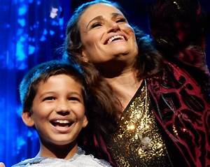 Watch: Young boy WOWs singer Idina Menzel of Frozen with ...