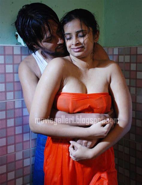 Hot Girl Doing Bath With Sex Desi Girls Desi Aunties