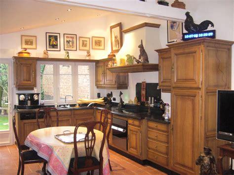 peindre une cuisine rustique restaurer une cuisine rustique maison design bahbe com