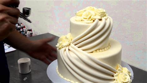 Make Wedding Cakes With Roses
