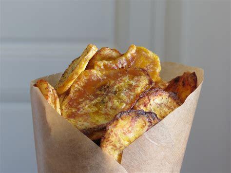 cuisiner les bananes plantain chips de banane plantain au four paléo une cuisine à part