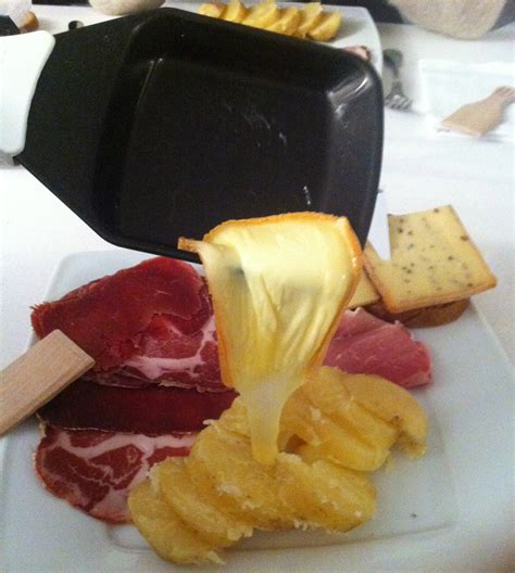 cuisine au fromage la raclette de riches monts paumée à