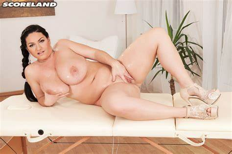 Curvy Sweet Covers Her Body Fascinating Juliana Simms Covers Her Curves In Oil 2 Of