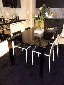 Tavolo in vetro nero tavoli a prezzi scontati for Tavolo vetro nero