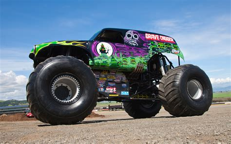 old grave digger monster truck grave digger side view 163497 photo 23 trucktrend com