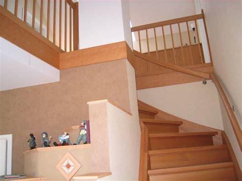 Treppe Zwischen Zwei Wänden by Viertel Gewendelt Buche Ged 228 Mpft Mit Sto 223 Zwischen