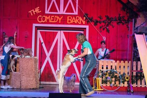 the comedy barn me on stage picture of comedy barn pigeon forge