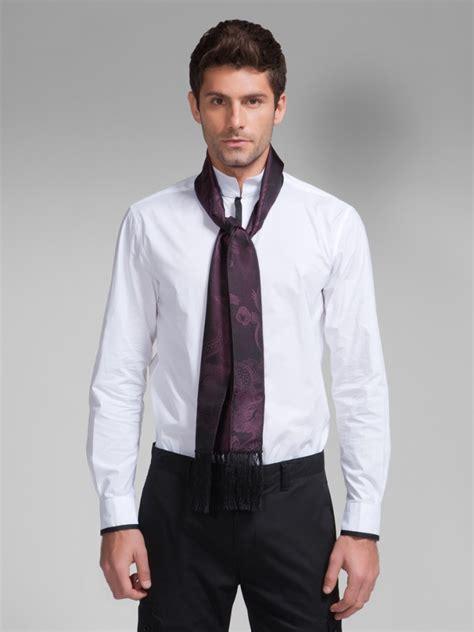 comment porter une echarpe homme comment porter une 233 charpe d homme avec une chemise sous le col