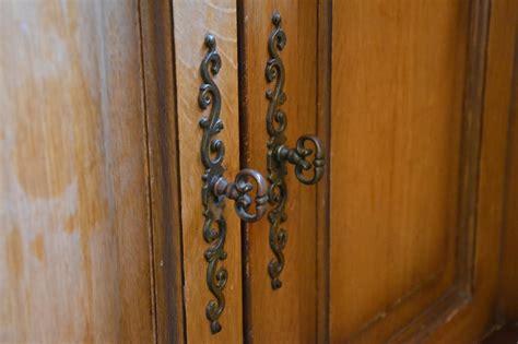 changer ses portes de cuisine enchanteur changer poignee meuble cuisine et ranover une