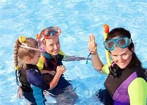 Swimmingpool Für Kinder : kinder im swimmingpool das schnorcheln erlernend ~ A.2002-acura-tl-radio.info Haus und Dekorationen