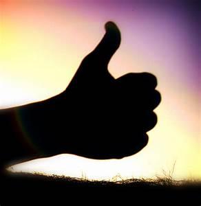File:Thumbs up by Wakalani.jpg - Wikipedia