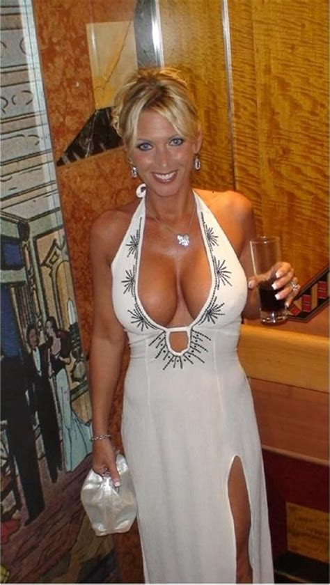 Babes With Crazy Hot Cleavage