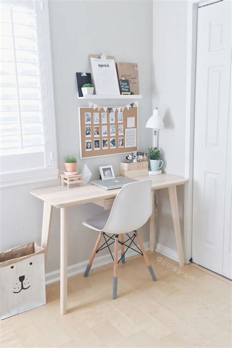 how to have a desk in a small bedroom wanderlust devoirs and bureaux on pinterest