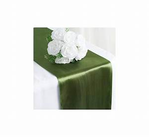 Chemin De Table Vert : chemin de table satin vert olive les couleurs du mariage mariage et r ception ~ Teatrodelosmanantiales.com Idées de Décoration