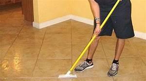 Nettoyer Un Carrelage : enfin l astuce qui marche pour faire briller son carrelage ~ Melissatoandfro.com Idées de Décoration
