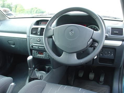 renault clio 2002 interior renault clio hatchback 2001 2008 photos parkers