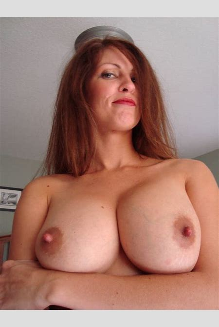 Gorgeous amateur mature wife showing her big natural boobs - Random Sexy Babes