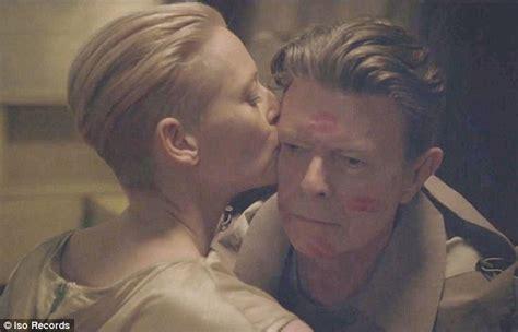 actress lipstick kiss david bowie shares a kiss with an androgynous tilda