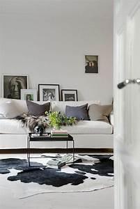 Graues Sofa Kombinieren : kuhfell teppich ein frischer interieur akzent ~ Michelbontemps.com Haus und Dekorationen