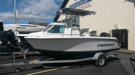 Trophy Boats 1903 Center Console by 2010 Bayliner 1903 Trophy Center Console Power Boat For