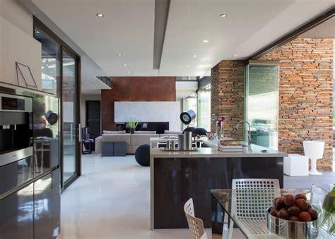 villa cuisine villa contemporaine cuisine ouverte mur