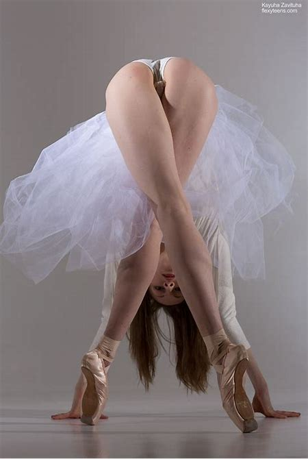 Nude ballet photos with the flexible naked girls | Nude ballet