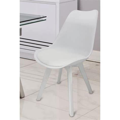 chaise salle a manger blanche chaises blanches salle à manger le monde de léa