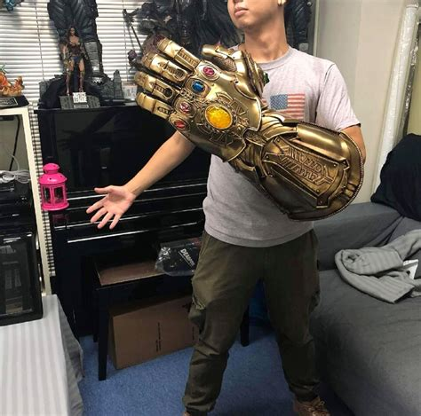 scale infinity gauntlet replica marvel