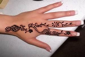 Weißes Henna Tattoo : finger tattoos for women cute finger tattoo ideas finger tattoo ideas and henna tattoos ~ Frokenaadalensverden.com Haus und Dekorationen