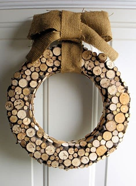wooden wreath 34 cool rustic christmas decorations and wreaths digsdigs