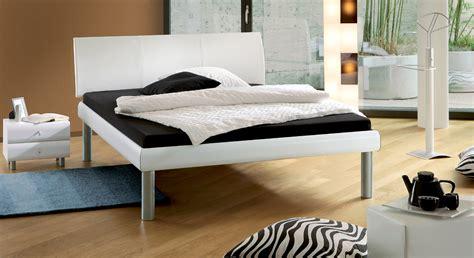 Bett Mit Hoher Liegefläche by Unser Designer Bettgestell In Wei 223 Auf Rechnung Kaufbar