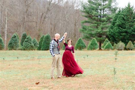 green needles christmas tree farm maternity photos