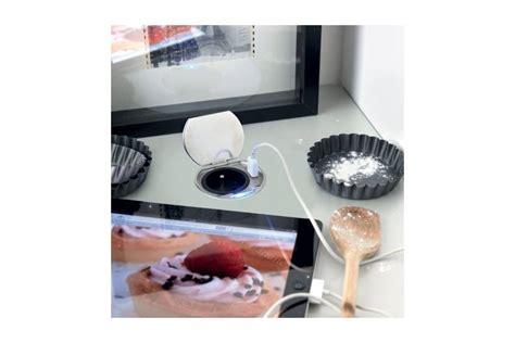 prise dans la cuisine bloc prise électrique à encastrer accessoires de cuisine