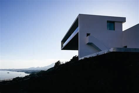 Daring & Dope Designs! The House On The Cliff Stupiddopecom