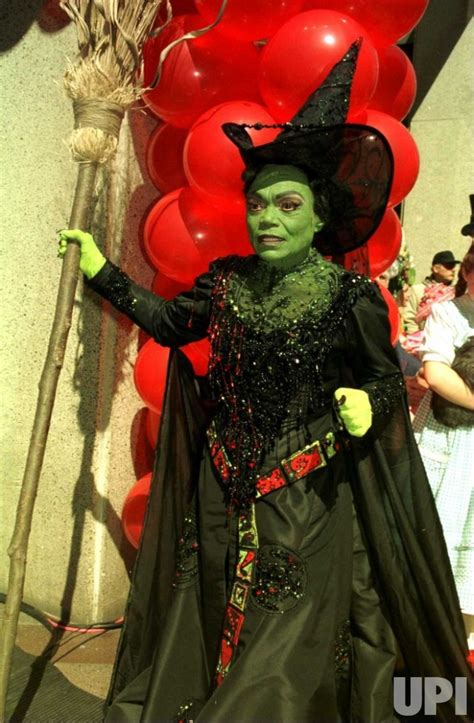 eartha kitt  wicked witch  stage production  wizard