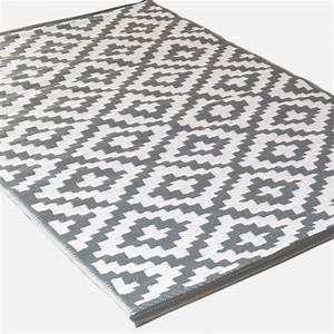 Outdoor Teppich Schwarz Weiß : teppich hellgrau weiss ~ Whattoseeinmadrid.com Haus und Dekorationen