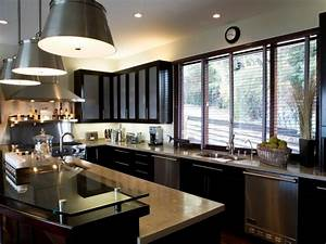 U shaped kitchen with peninsula hgtv pictures ideas hgtv for Best brand of paint for kitchen cabinets with art deco wall murals