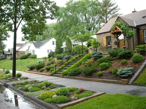 25+ Best Ideas About Sloped Front Yard On Pinterest