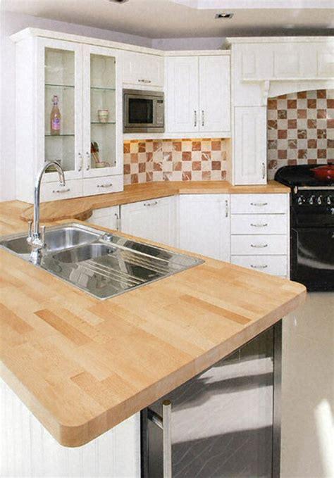 plan de travail en bois massif cuisine plan de travail de cuisine classique clair en bois massif
