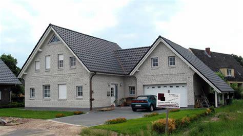 Haus Mit Garage Foto Teilen Original Anzeigen Foto Teilen
